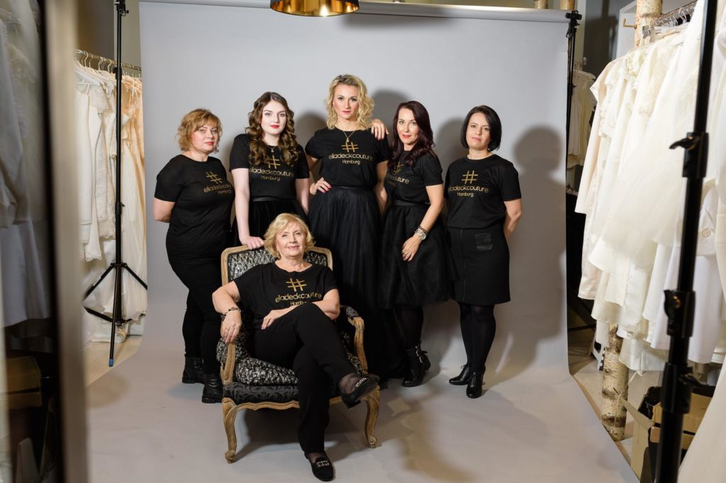 Boutique-Teamfoto Hochzeitskleid Hamburg